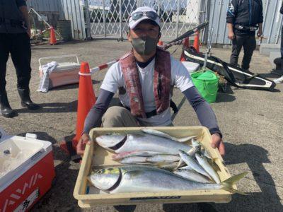 <p>山根様 沖の北 のませ釣りでメジロ2匹 GET♪流石の釣果!朝はサビキで中アジも良く釣れたみたいです♪おめでとうございます(^o^)</p>