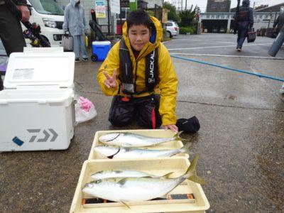 <p>さんじ君 沖の北 のませ釣りでメジロ3本とハマチ!7時前くらいが良かったようです。今日も6時頃から釣れはじめてました。</p>