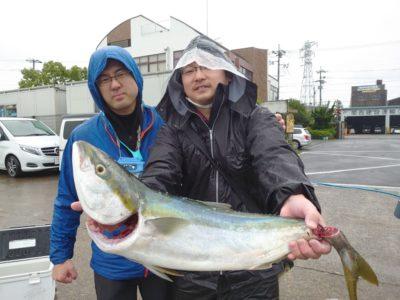 <p>沖の北 6時頃にのませ釣りでブリ!</p>