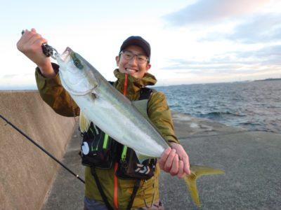 <p>沖の北 のませ釣りでメジロ!6時すぎにヒット!</p>