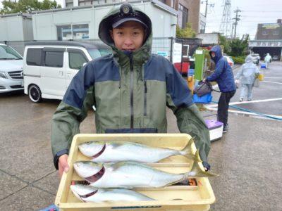 <p>沖の北 のませ釣りとルアーでハマチ〜メジロ!7時頃に釣れたそうです♪今朝もサゴシ釣れてました。</p>
