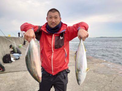 <p>沖の北 飲ませ釣りでメジロ!6〜7時頃にヒット!</p>