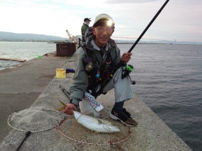 <p>高倉様 沖の北 飲ませ釣りでメジロ!6時頃にヒット!この後もう1匹かけてました♪</p>