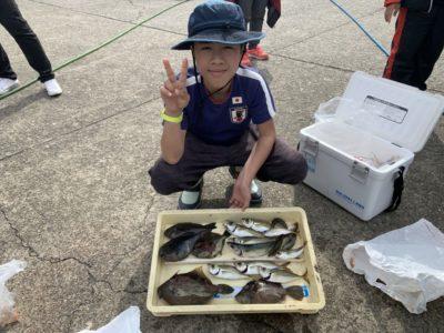 <p>敬生君 沖の北 朝イチはサビキで豆アジ〜中アジが釣れたみたいです!時合は短いとの事!胴突きでは26cmのカワハギもGETです^ ^</p>