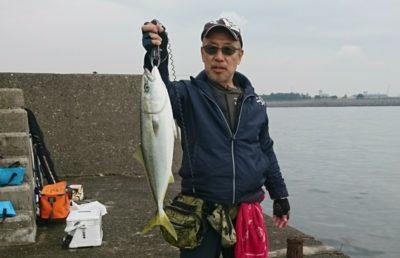 <p>西田様 旧一文字赤灯 のませ釣りでハマチ〜メジロまでを2匹GET♪おめでとうございます(^o^)</p>