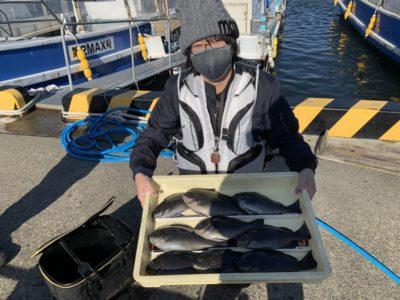 <p>二橋様 沖の北 フカセ釣り初挑戦で29cmまでのグレ30匹程釣れキープサイズ以外はリリースされたそうです♪グレも良く釣れてますね^ ^</p>