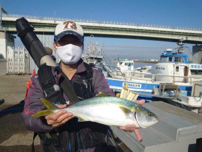 <p>金子様 沖の北 ルアーでハマチ!今朝もハマチ・メジロ・サゴシが釣れていましたよ♪</p>