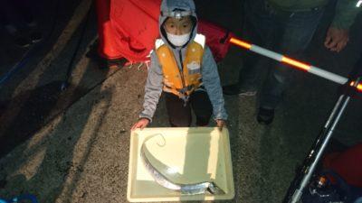 <p>そうま君 沖の北 ウキ釣り タチウオGET</p><p>タチウオ釣れてますが1匹・・アジ狙いがお勧めですよ!</p>