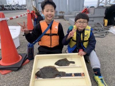 <p>鈴木様 沖の北 投げ釣りで32.5cmまでのカレイ2枚GET♪旧一文字の3〜4番付近でもぽつぽつ釣れてます!</p>