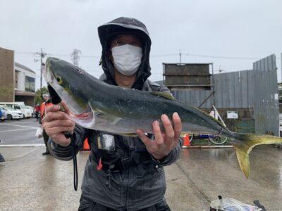 <p>藤井様 沖の北 ショアジギでメジロ!!ルアーでこのサイズの青物を釣りたい方は今ですよ♪</p>