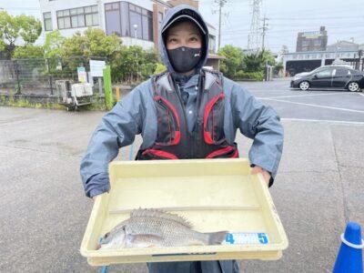 <p>陰山様 沖の北 フカセ釣りで40cmのキビレ!!</p>