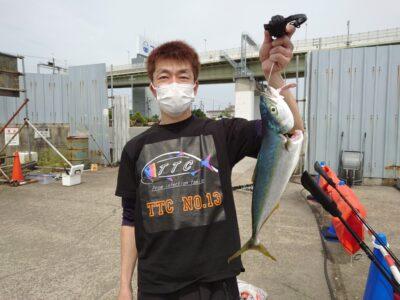 <p>沖の北 ショアジギでハマチ!ルアー釣果でルアーケース差し上げてます♪</p>