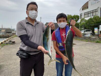 <p>沖の北 飲ませ釣りでメジロとハマチ!久々の青物釣果♪エサは現地調達のサバでした。</p>