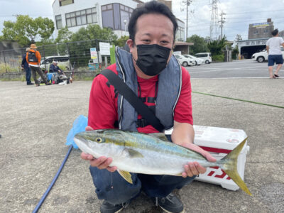 <p>花田様 沖の北 ショアジギでハマチ♪♪</p>