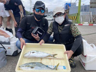 <p>森川様・亀岡様 沖の北 ショアジギでハマチ2匹 GET^o^</p>