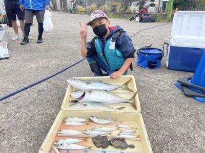 <p>岡田様 沖の北 ショアジギ・のませ釣り(小アジ)でハマチ〜メジロ3匹 GET!!!サビキではサバ・ウルメイワシが良く釣れています!</p>