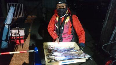 <p>中野様 沖の北 テンヤ タチウオGET</p><p>今年はテンヤがオススメです。ウキ釣りでもアタリはあるんですがなかなか乗らない…。仕掛けに工夫が必要ですね。</p>